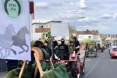 ...steuerte Thomas Gernhard den Traktor selbst durch Oberstedten.